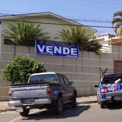 Casa a venda na av: João Pinheiro centro