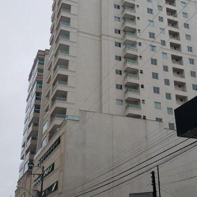 Apartamento com 04 suítes para a venda em Meia Praia.