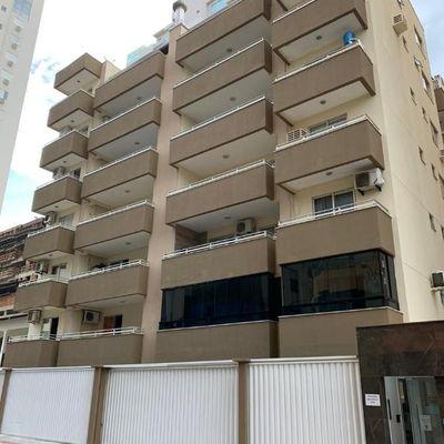 Apartamento para a locação de temporada com 03 dormitórios em Meia Praia