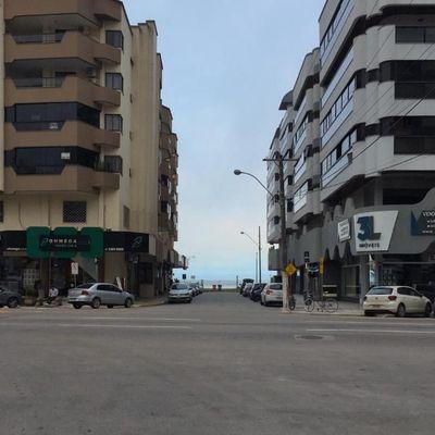 Ótimo apartamento para temporada com 3 dormitórios em Meia Praia