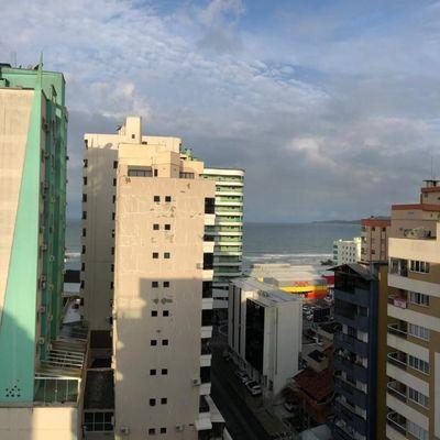 Apartamento com 03 dormitórios para a locação de temporada em Meia Praia Itapema