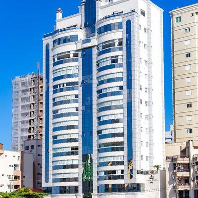 Apartamento com 3 suítes para a venda em Meia Praia, Itapema