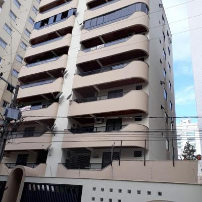 Apartamento de 03 Dormitórios a venda em Meia Praia SC