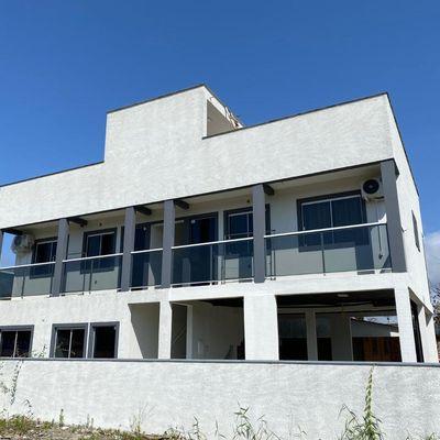 Prédio de apartamentos na Barra do Saí - Itapoá-SC