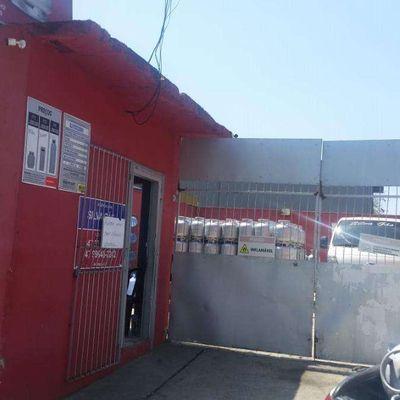 Distribuidora de Gas e casa em Piçarras