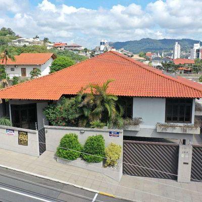 Casa de Alvenaria - Venda - Alto Padrão - Semi Mobiliada - Santana - Rio do Sul