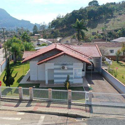 Casa de Alvenaria - Venda - Semi Mobiliada - Piscina - Bremer - Rio do Sul