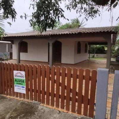 Casa para Temporada, com Dois Quartos, no Centro de Itapema do Norte
