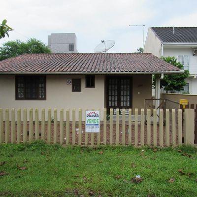 ► Casa  c/ 150m², 03 dormitórios + Edícula - Baln. Brasília