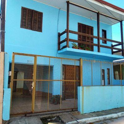 Sobrado 3 Dormitórios - Sala - Cozinha - 2 Banheiros Garagem - Churrasqueira - Sacada