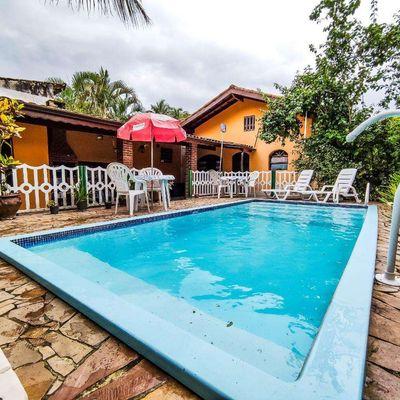 Casa 3 dormitórios com piscina dentro de condomínio Locação Temporada em Caraguatatuba