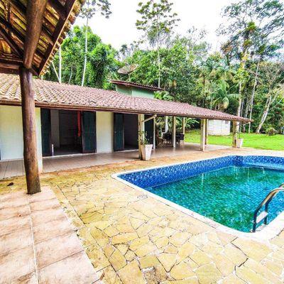 Casa com 3 suítes e piscina 800 mtrs de terreno em Residencial Fechado