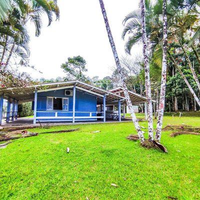Casa 2 dormitórios com terreno de 895 m² em condomínio