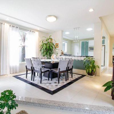 Casa à venda na Vila Nova em Jaraguá do Sul com 4 quartos mais escritório