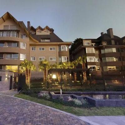 Apartamento para Venda em Gramado, Centro, 3 dormitórios, 3 suítes, 4 banheiros, 2 vagas