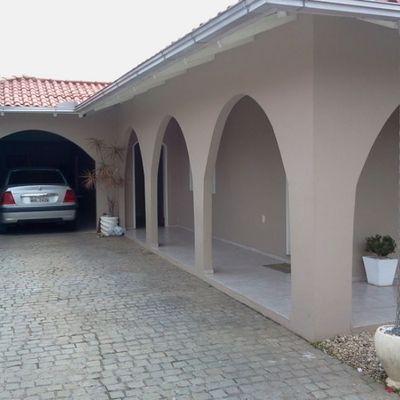 Casa semimobiliada no bairro Ilha da Figueira, próximo do Parque Via Verde.