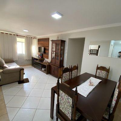 Apartamento semimobiliado com 03 dormitórios no Bairro Amizade