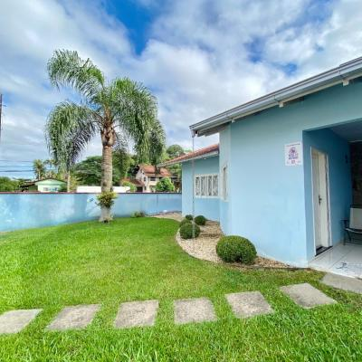 Casa semimobiliada com 01 suite + 02 quartos e piscina no bairro Amizade!