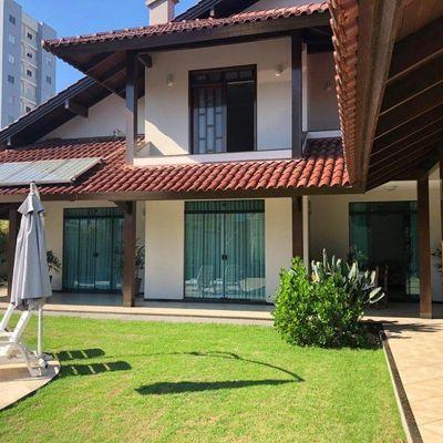 Casa alto padrão no Bairro Vila Nova