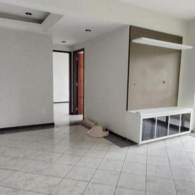 Apartamento semimobiliado no Vila Nova