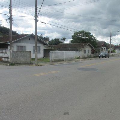 Terreno  Urbano - Com 02 casas mistas