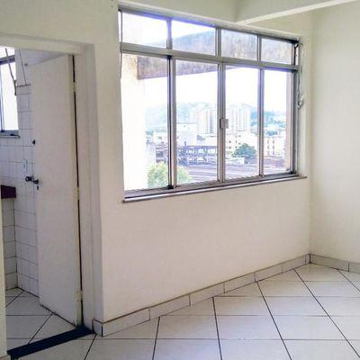 Apartamento Locação e Venda Aterrado - Apartamento amplo 2 Quartos com dependências completas e vaga de garagem - Avenida Paulo de Frontin, Aterrado, Volta Redonda - RJ