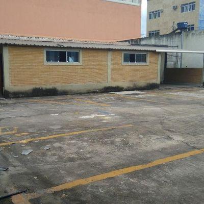 Pátio com Edificações e área de 850 m² - Rua Primeiro de Maio, Aterrado, Volta Redonda - RJ
