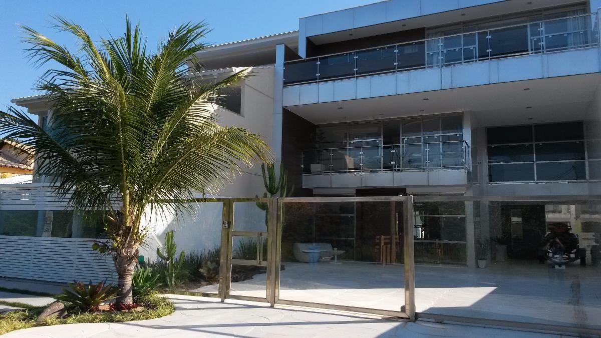 Casa Triplex - Ampla com 4 Varandas, 2 Salas (lavabo), 5 Quartos (sendo 2 Suítes), Lazer, Home Office e 2 vagas Cobertas - Camboinhas, Niterói - RJ