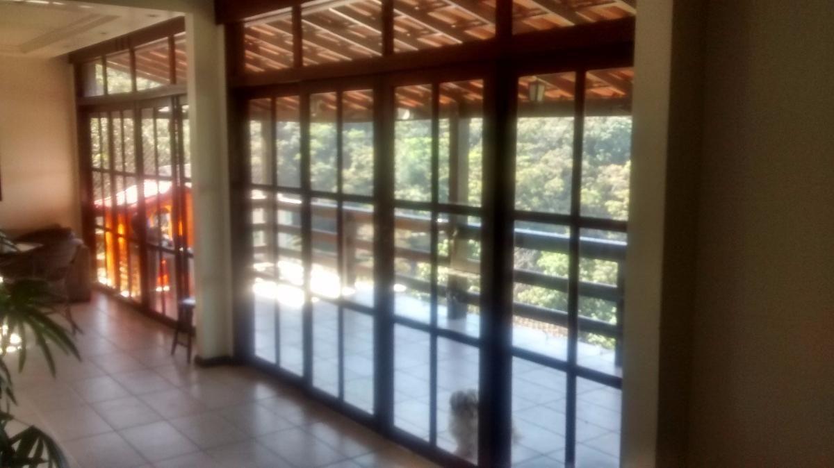 Excelente oportunidade - Casa 4 quartos (1 suíte) em Condomínio Fechado