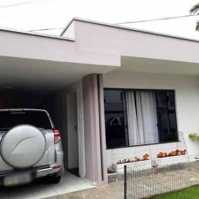 Excelente casa para venda.