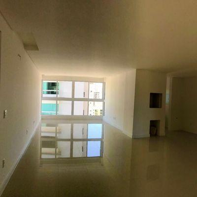 Apartamento de 03 Suítes e 02 vagas de garagem privativa