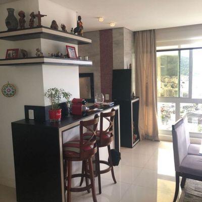Apartamento à Venda no Centro de Balneário Camboriú Mobiliado com 3 Suítes e 2 Vagas de Garagem