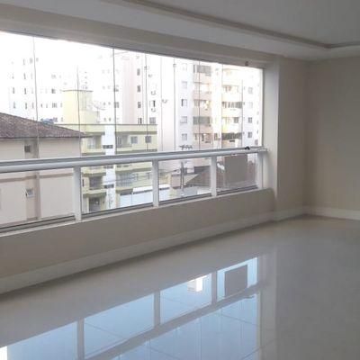 Apartamento à Venda Diferenciado Com 3 Suítes, Terraço 2 Vagas de Garagem Centro Balneário Camboriú