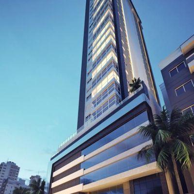 Apartamento no centro de Balneário Camboriu com 4 suítes + 4 vagas de garagem + área de lazer completa!