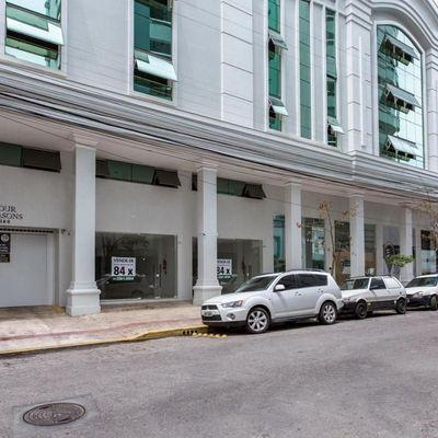 Sala comercial a poucos metros da Av Brasil com vaga de garagem + lavabo