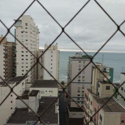 Apartamento semi mobiliado na quadra mar de Balneário Camboriu com vista + sacada + 3 dormitórios (1 sendo suíte) + 2 vagas de garagem
