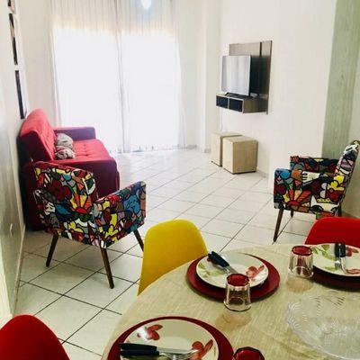 QUADRA DO MAR - 2 dormitórios com vaga a poucos metros da praia em Balneário Camboriú