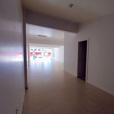 Sala comercial ampla no centro de Balneário Camboriú