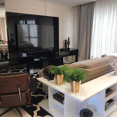Apartamento finamente mobiliado e decorado no centro de Balneário Camboriu com 3 suítes + churrasqueira