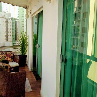 Apartamento à venda semi mobiliado com 02 Dormitórios + 02 Banheiros! Totalmente reformado em ótima localização próximo ao mar em Balneário Camboriú