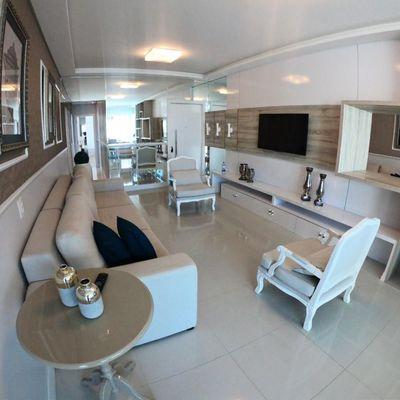 Apartamento mobiliado a 450m do mar com 3 suítes + 2 vagas de garagem + sacada integrada com churrasqueira
