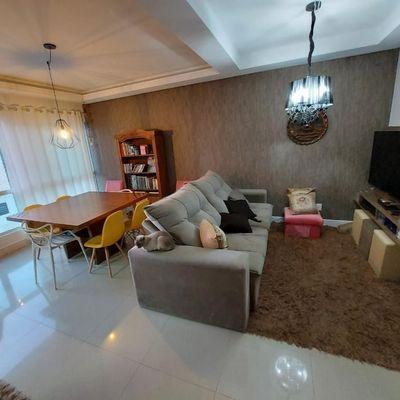 Apartamento mobiliado com três dormitórios (sendo 1 suíte e 2 demi) + 2 vagas de garagem no centro de Balneário Camboriu
