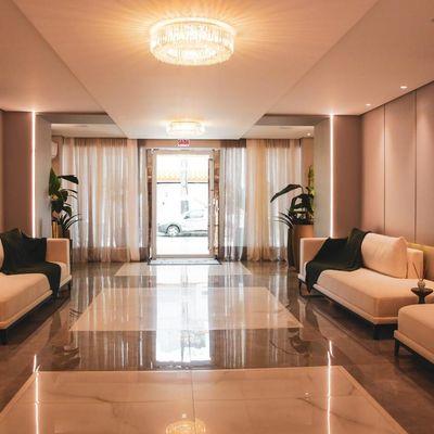 Apartamento semi-mobiliado de alto padrão com 3 suítes + 3 vagas de garagem + churrasqueira a gas no centro de Balneário Camboriu