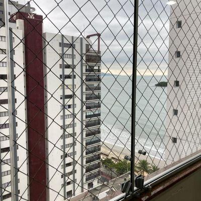 Apartamento mobiliado com 2 dormitórios (sendo 1 suíte) + garagem privativa no centro de Balneário Camboriu