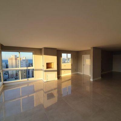 Apartamento a venda no Biarritz Residence no centro de Balneário Camboriú