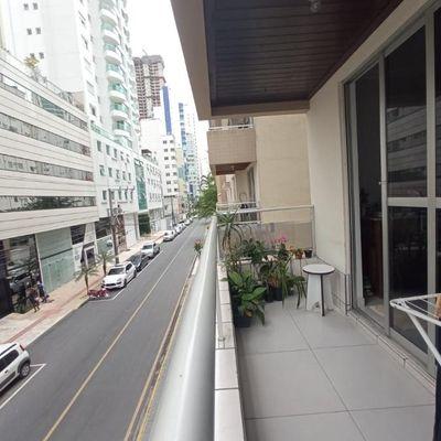 Apartamento com 3 dormitórios para venda no centro de Balneário Camboriú