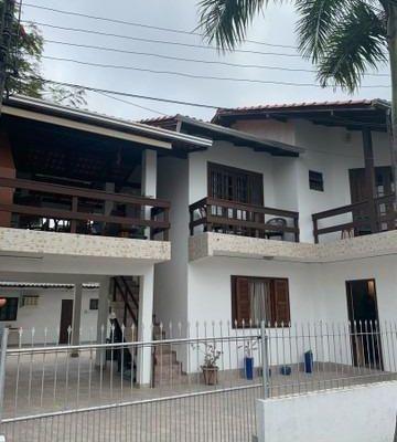 Terreno com 2 Casas e 2 Apartamentos em Balneário Camboriú