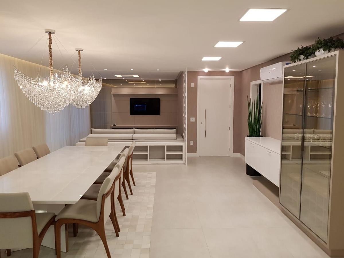 Apartamento com 4 suítes em Itapema