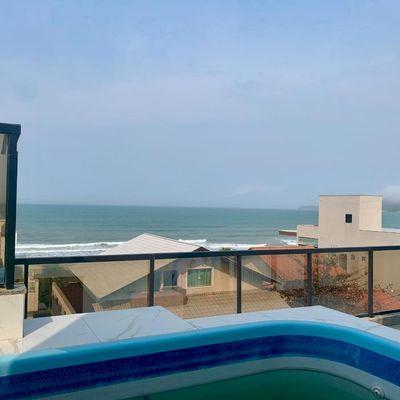 Cobertura com 04 dormitórios e vista para o mar